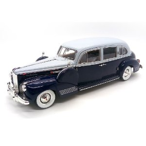 Packard Super 818 1941 1/18 - Greenlight