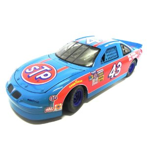 Richard Petty Pontiac Grand Prix STP Nascar 1/18 ERTL