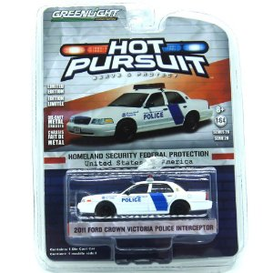Ford Crown Victoria Police Interceptor 2011 Hot Pursuit 1/64 Greenlight