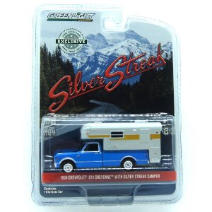 Chevrolet C10 Cheyenne 1968 com Silver Steak Camper 1/64 Greenlight