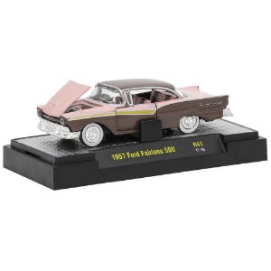 Ford Fairlane 500 1957 Auto-Thentics R41 1/64 M2 Machines