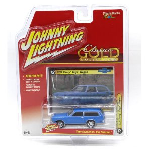 Chevy Vega Wagon 1972 Classic Gold Collection A 1/64 Johnny Lightning