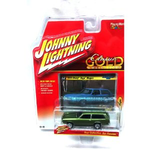 Chevy Vega Wagon 1972 Classic Gold Collection B 1/64 Johnny Lightning