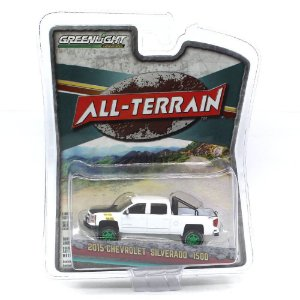 GREEN MACHINE Chevrolet Silverado 1500 2015 1/64 Greenlight All-Terrain Serie 5