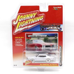 WHITE LIGHTNING Olds Cutlass 4-4-2 1969 1/64 Johnny Lightning Muscle Cars USA 2016 Series