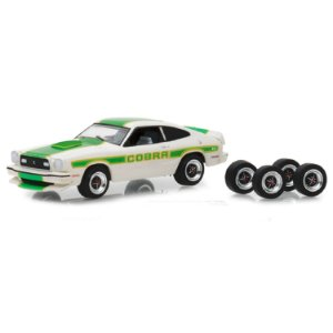 Ford Mustang II Cobra II 1978 e Pneus The Hobby Shop Series 5 1/64 Greenlight