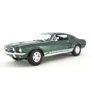 FORD MUSTANG FASTBACK 1967 1/18 MAISTO