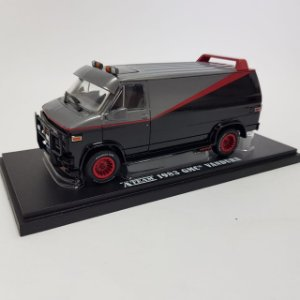 Miniatura GMC Van Esquadrão Classe A 1983 1/43 Greenlight