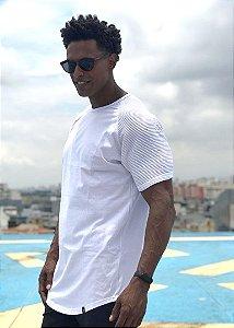 Camiseta Lonline Branca Básica com Textura nos Braços