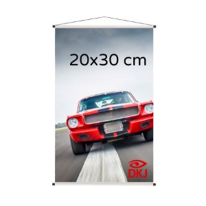 Banner 20x30 cm em lona brilho 440g com acabamento: hastes de madeira, ponteiras plástica e estirante