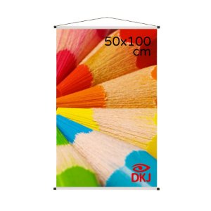 Banner 50x100 cm em lona brilho 440g com acabamento: hastes de madeira, ponteiras plástica e estirante