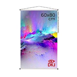 Banner 60x80 cm em lona brilho 440g com acabamento: hastes de madeira, ponteiras plástica e estirante
