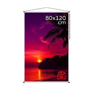 Banner 80x120 cm em lona brilho 440g com acabamento: hastes de madeira, ponteiras plástica e estirante