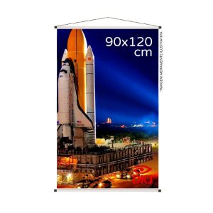 Banner 90x120 cm em lona brilho 440g com acabamento: hastes de madeira, ponteiras plástica e estirante