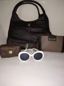 Kit bolsa big, 1 bolsa transversal, necessaire tudo em couro e um óculos verão 2019