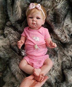 42316e209 Bebê Reborn Recém-Nascida Loira Realista Inteira de Silicone Enxoval e Body  Carters HANNA