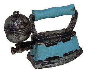 Miniatura Réplica Ferro Retrô Azul em Resina - 16x11 cm