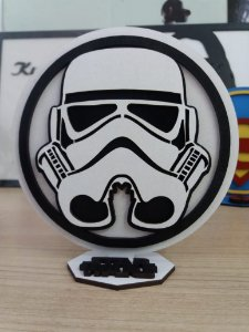 Brasão em MDF P&B Star Wars Stormtrooper 14,5 x 15,0 cm