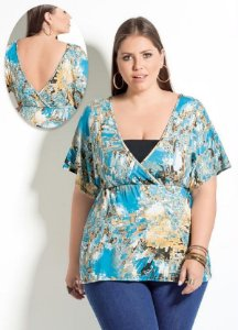 Blusa Plus Size Decote V Estampa Geométrica