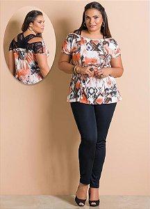 Conjunto Calça Preta e Blusa Estampada com Renda Plus Size