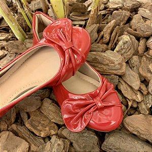 Sapatilha Adulta Verniz Vermelha Laço de Lado Bico Redondo