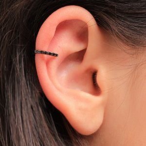 Piercing Fake com um filete micro cravejado