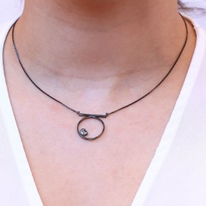Colar Círculo com Mini Coração micro cravejado