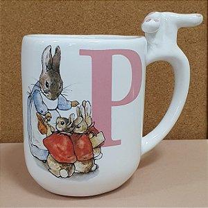 Caneca Peter Rabbit Inicial Rosa - Letra P