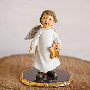 Anjo em Pé com estrela em uma mão