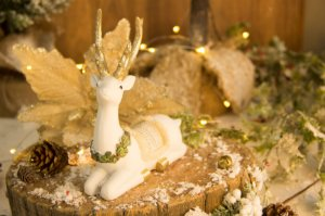 Rena Sentada Decorativa de Natal