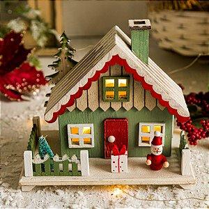 Casinha Verde com Papai Noel e Presentes