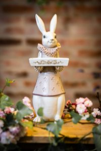 Coelha Anne com Bandeja - 37 cm - (Pré Venda)