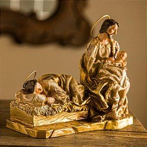 Maria Descansando Junto a Família