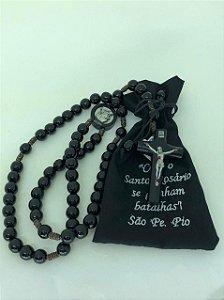Terço de madeira preto com saquinho - São Padre Pio