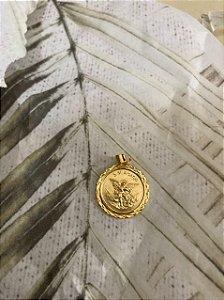 Medalha de São Miguel 20mm dourada (0119)