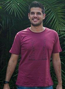 Camiseta Masculina Girafa - Vinho