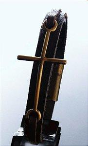 Pulseira Cruz, Fecho magnético e couro legítimo