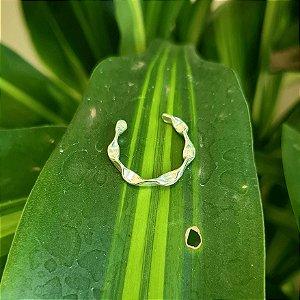 Ear Hook Torcido em Prata 925