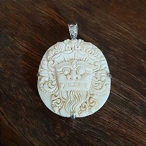 Pingente em Prata 925 e Osso Esculpido