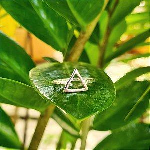 Anel Triângulo Pequeno Vazado em Prata 925