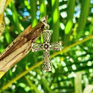 Pingente Crucifixo com Flor em Prata 925