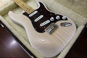 Guitarra SGT ST Classic Translucid White - PRONTA ENTREGA (semi-novo)