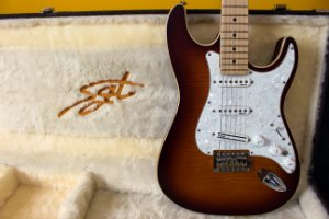 Guitarra SGT ST Standard Twotone Burst - PRONTA ENTREGA