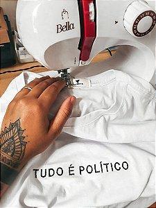 Camiseta - Tudo é político!