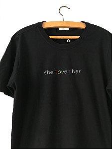 Camiseta - She loves her