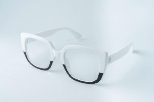 Armação óculos de Grau Perla Prado - ref: Londres P&B