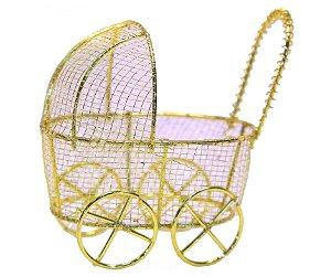 Carrinho de Bebê Aramado Dourado