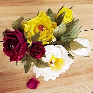 Arranjo com 3 flores e 2 botões