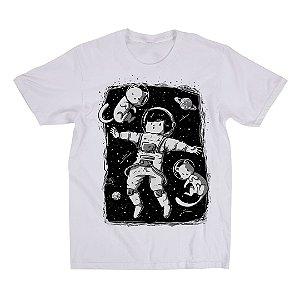 Camiseta Branca Perdido no Universo (Unissex)