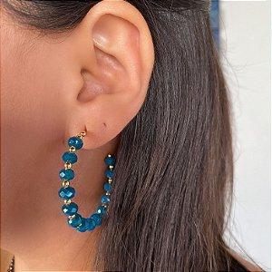Brinco argola miçangas coloridas azul marinho